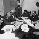 Ponència Redactora de l'Estatut de Catalunya. D'esquerra a dreta, Josep M. Millàs Raurell (secretari), Jaume Carner (president), Pere Coromines, personatge no identificat, Martí Esteve, Antoni Xirau i Rafael Campalans. Núria, juny de 1931