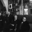 Lluïsa Denís, esposa de S. Rusiñol, Pere Coromines, Santiago Rusiñol i Amadeu Vives. Cau Ferrat de Sitges, 24 de març de 1930. Foto: A. Merletti.